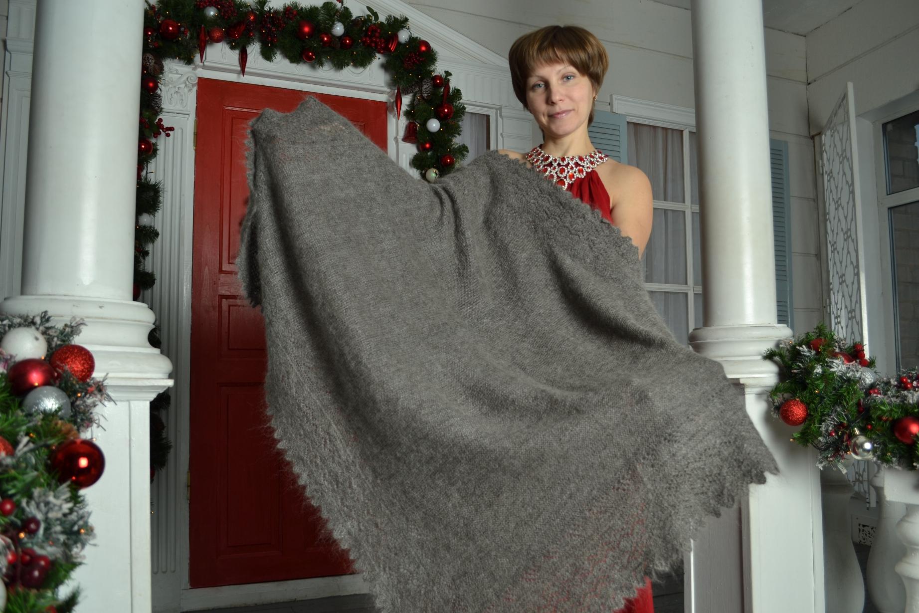 Пуховый платок как подарок для мам, бабушек и любимых женщин